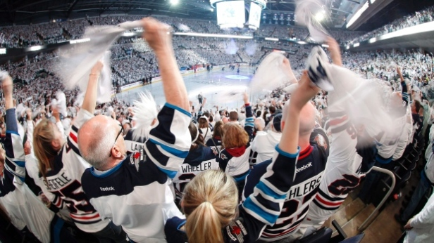 jets-fans-at-bell-mts-place-in-winnipeg